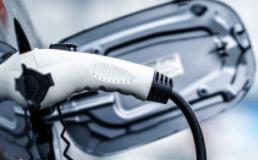 萨里大学获超级电容器技术突破 改变电动汽车的能源使用方式